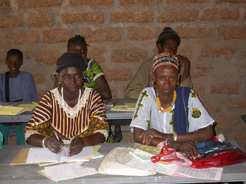 Les femmes apprennent à lire, écrire et calculer en fulfulde