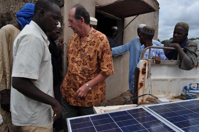 Les plaques solaires d'une puissance de 60 wattas x  = 180 watts